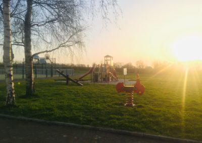 Aire de jeux, soleil couchant